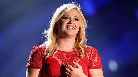 Kelly Clarkson Debuts Post-Baby Body During ALS Ice Bucket