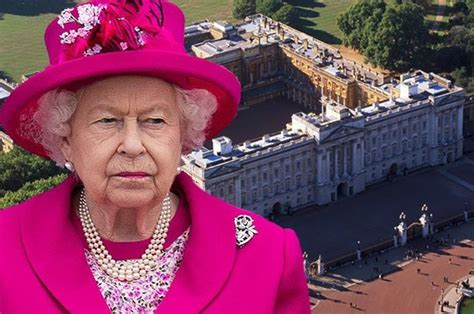 Buckingham Palace break in: Man scales fence while Queen